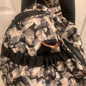 lululemon athletica Bags - Lululemon High Mileage Duffle Mystic Jungle Butter